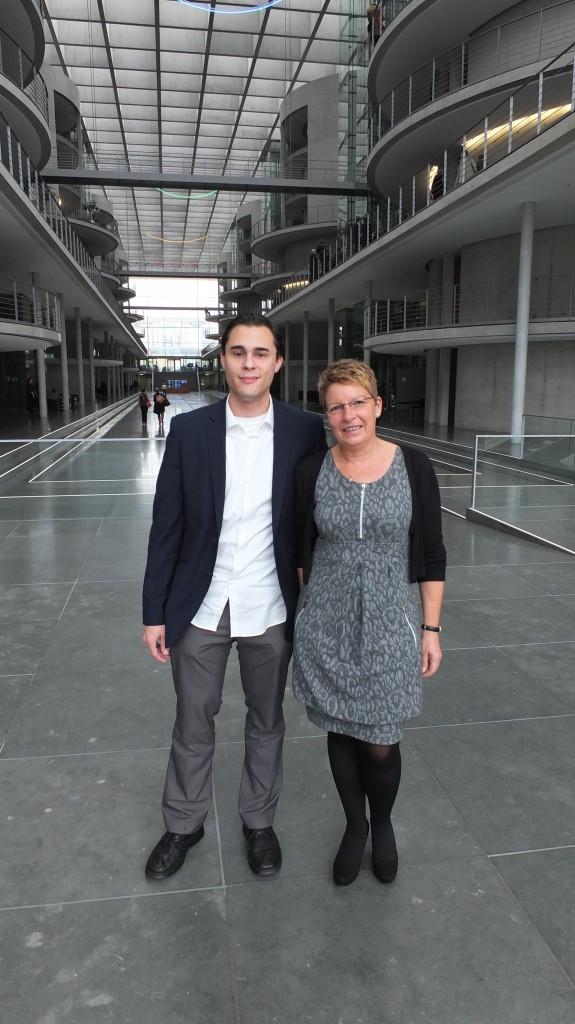 Mit Schülerinnen und Schülern der Rheintalschule Bühl konnte ich mich in Berlin über die aktuelle Politik unterhalten. Eine sehr nette Truppe, schön dass Sie da waren!