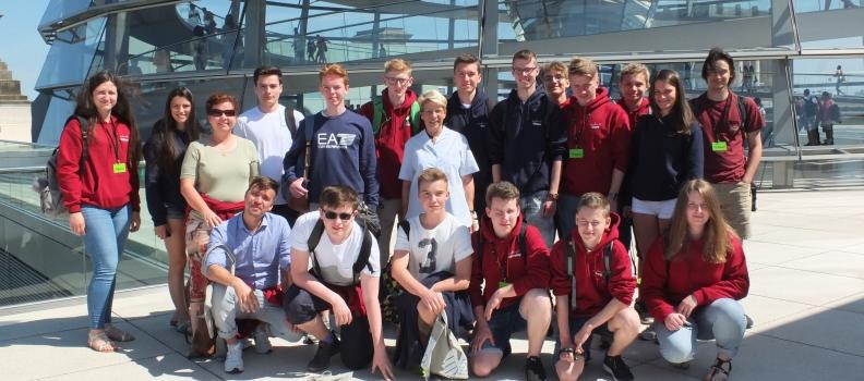 Gabriele Katzmarek empfängt Schulklasse aus Bühl im Bundestag