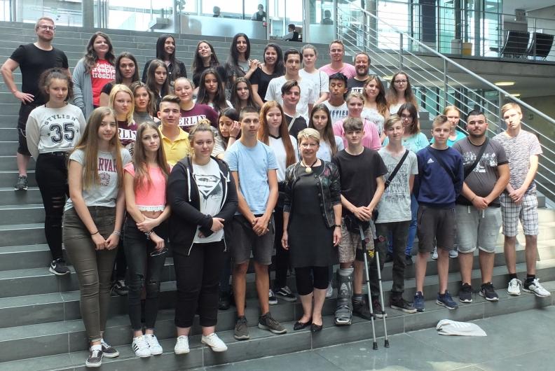 Karlschule Rastatt bei Gabriele Katzmarek im Bundestag