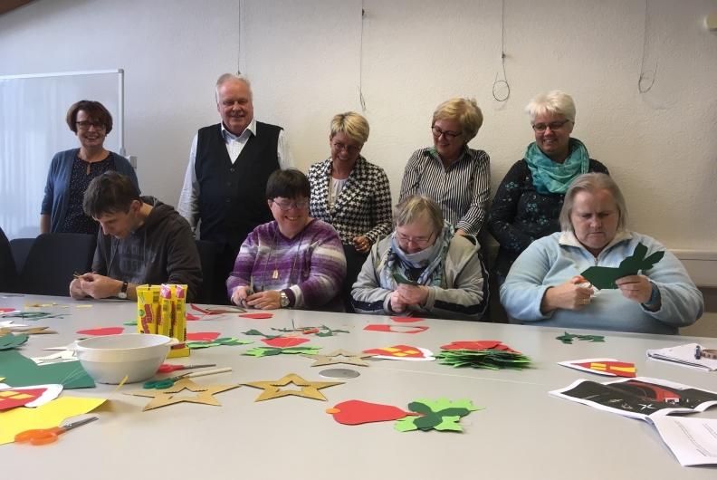 Lebenshilfe Rastatt-Murgtal dekoriert den Weihnachtsbaum des Deutschen Bundestages
