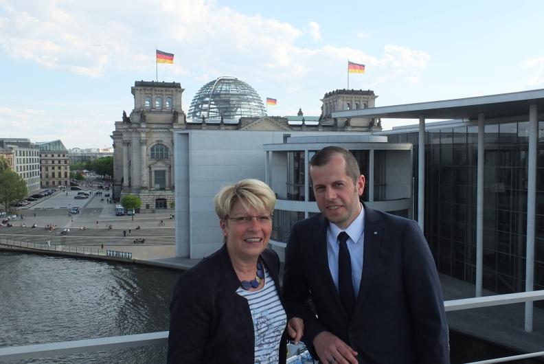 """""""Politik trifft Wirtschaft"""" – Björn Kaiser begleitet Gabriele Katzmarek im Bundestag"""