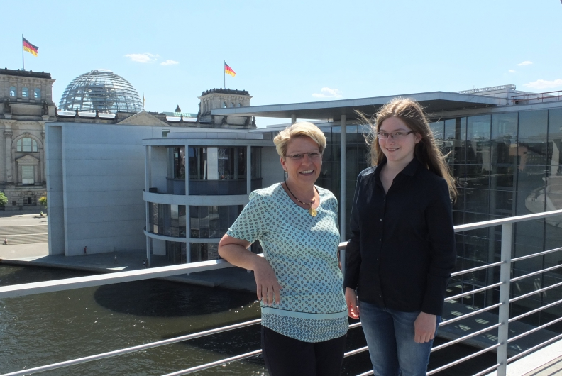 Bundestagsmandat für vier Tage: Johanna Beikert hat auf Einladung von Gabriele Katzmarek bei Jugend und Parlament teilgenommen