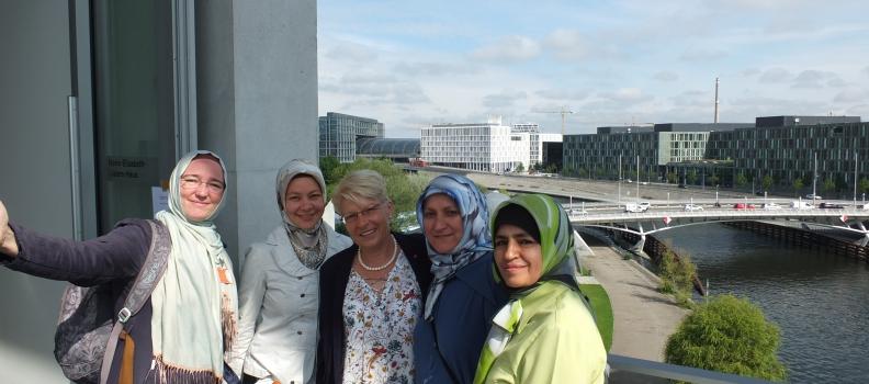 """Vertreterinnen der """"Brücke für den Dialog"""" zu Besuch bei Gabriele Katzmarek in Berlin"""