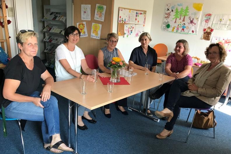 Besuch der Vereine Feuervogel und Frauen helfen Frauen in Rastatt