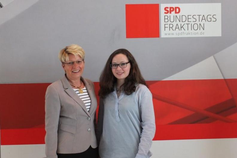 Jule Marie Muck aus Malsch beim Girls' Day im Bundestag
