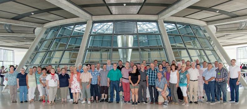 Gabriele Katzmarek heißt Besuchergruppe aus Feuerwehr und DRK in Berlin Willkommen
