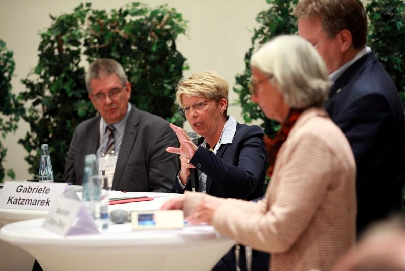 Auf dem Podium beim Parlamentarischen Abend von BIO Deutschland e.V.