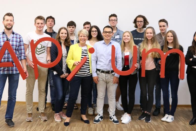 """Besuch mit der Schülerfirma """"Print & Progress aus Gernsbach bei der 3D-Drucker-Firma Apium"""
