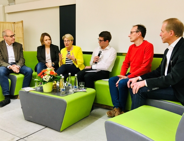 "Thementag ""Schule in der digitalen Dimension"""