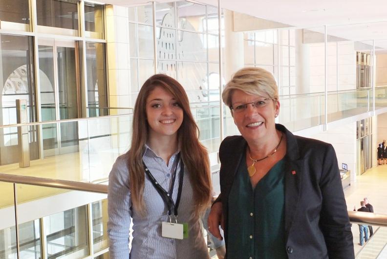 Preisträgerinnen und Preisträgern des Europäischen Wettbewerbs zu Gast im Bundestag